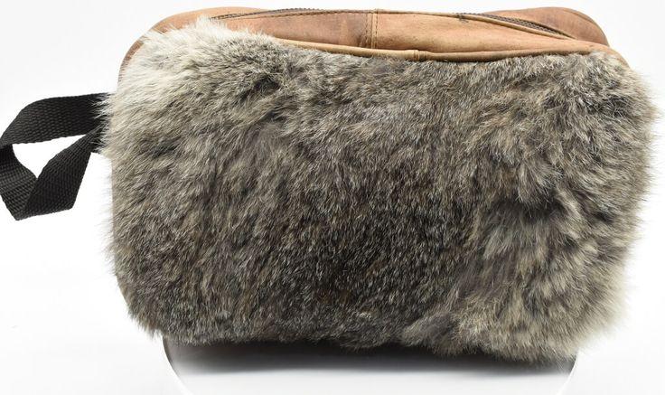 Bolsa viajera de pulsera, fabricada en piel de conejo. #Bolsa #Viajera #Pulsera #Piel #Conejo #finelookingstore  Traveling Handbag type Wristlet in Rabbit Fur  #Traveling #Handbag #type #Wristlet  #Rabbit #Fur #finelookingstore