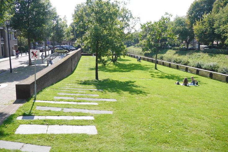 Bastion Maria in 's-Hertogenbosch. Een rustig stadsparkje direct in het centrum, langs de Dommel.