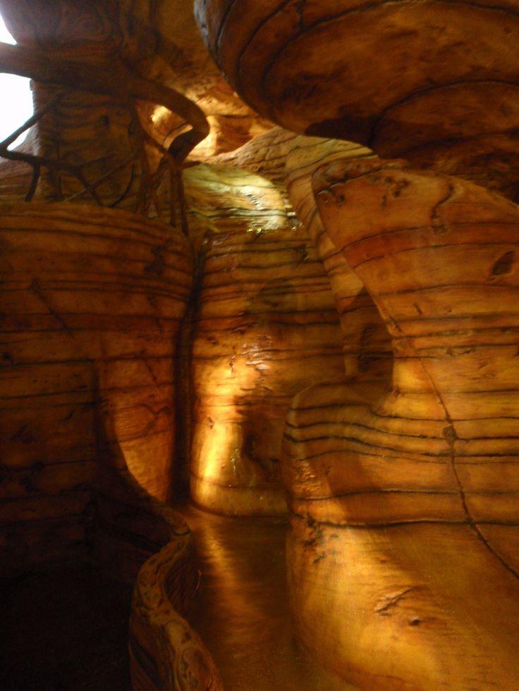 Pared llorona y caída en espiral a estanque. Si quieres ver más, visita OneDreamArt.com