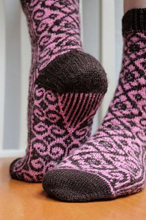 Pattern in English available as a free Ravelry download. Please note that the English version hasn't been proof read or test knit. Please let me know if you find mistakes in the pattern. Also in Finnish. Toe up.