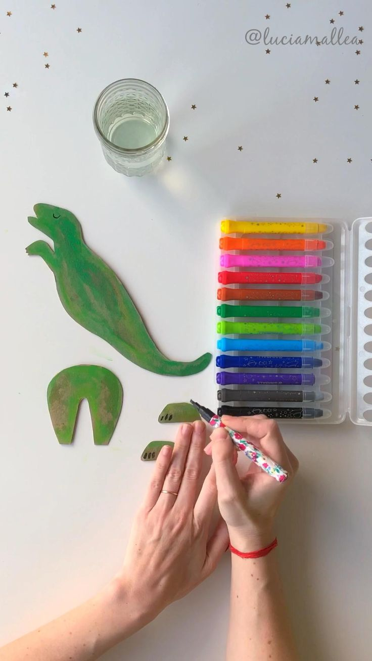 Dinosaurios para armar y jugar! Prehistoric Age, Dinosaur Activities, Dinosaur Party, Diy Gifts, Arts And Crafts, Children, Easy, World, Cardboard Airplane