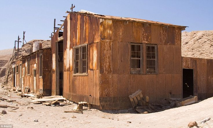 Rusty machinery, buildings and a narrow-gauge railway, once used to transport the 'white gold' to the coast, remain the only remnants of a golden age in both Santa Laura and Humberstone