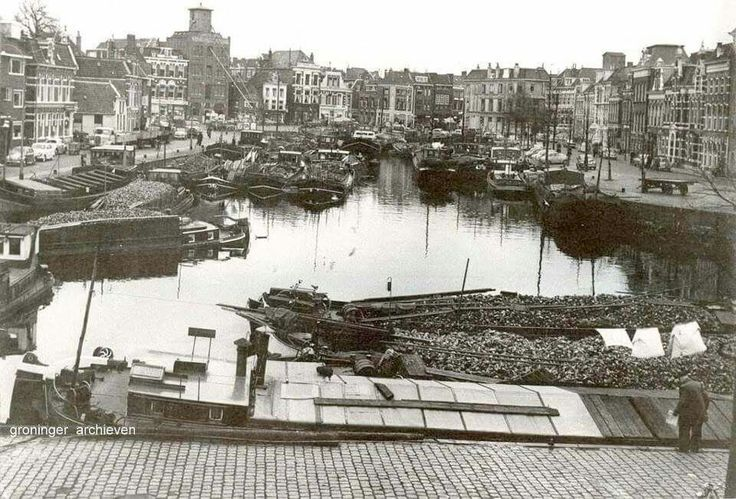 Suikerbietencampagne 1958, schepen vol suikerbieten in de Westerhaven