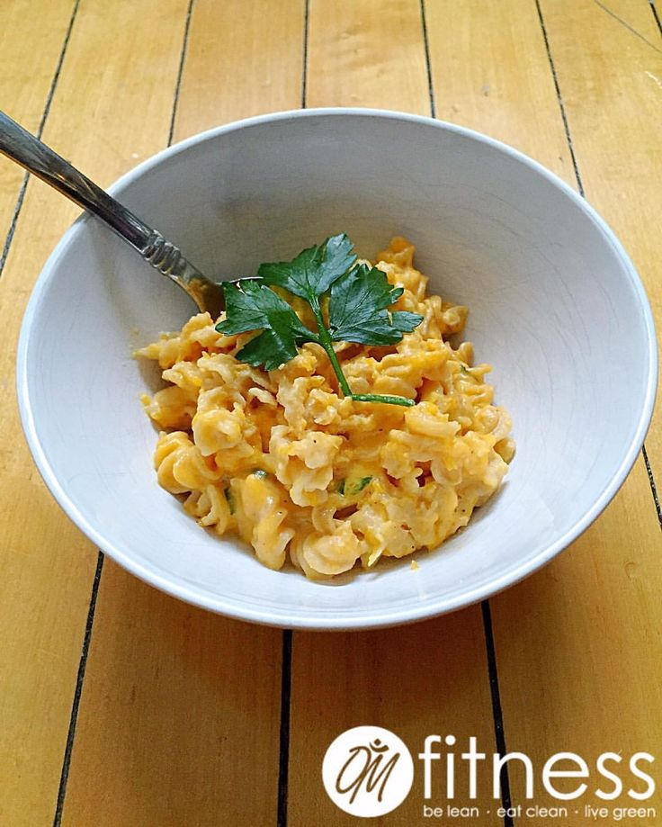 OM Fitness (@o_m_fitness) Healthier(ish) Crockpot Mac & Cheese<<< We don't know about you guys, but as the weather gets chillier and crappier, we've been craving some good ol' fashioned, hearty, homemade mac and cheese! But of course we always try our best to make it the cleanest version possible. Soooo... we give you this! /// Butternut pumpa squash macandcheese MyRecipe MyFood