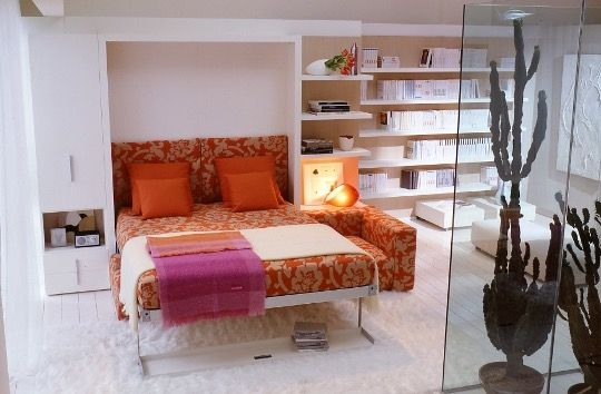 While putting together today's Good Question on Murphy Beds, we came across some nice (and pretty rare!) examples of modern wall beds