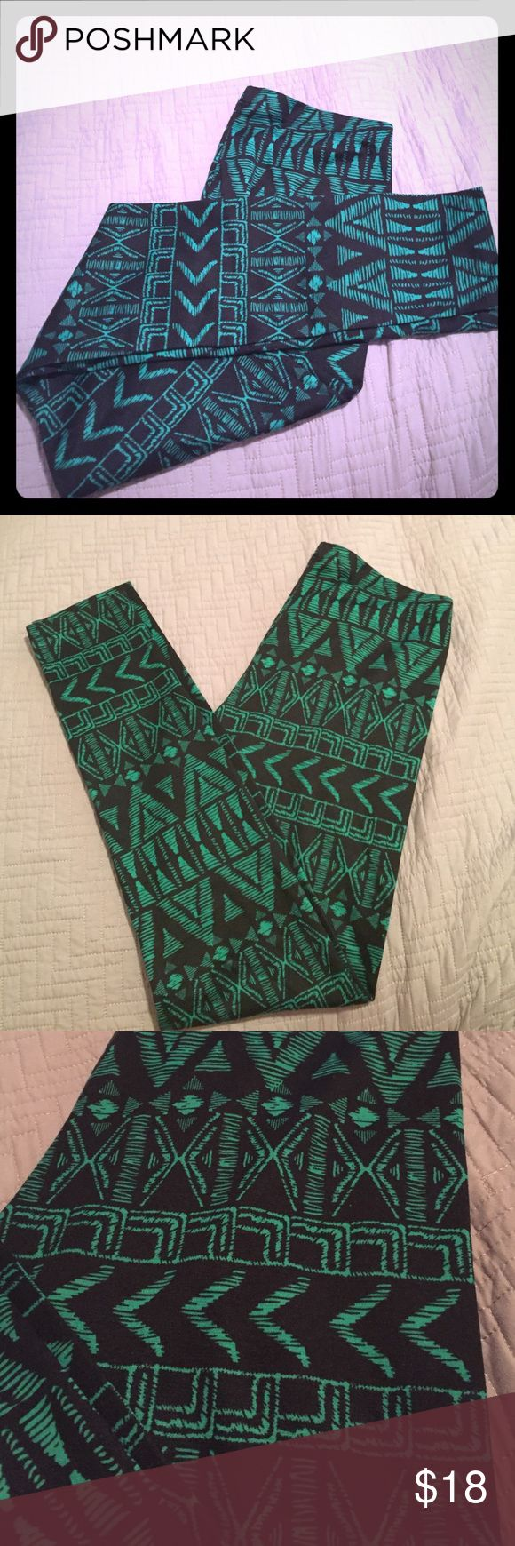 Nollie NWOT Tribal print leggings PacSun :: Tribal print leggings :: black and green :: large :: made in USA Nollie Pants Leggings