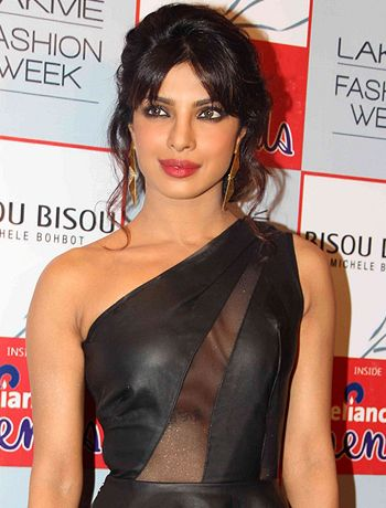 I don't have any pressure to get married from my family, says Priyanka Chopra! - http://www.bolegaindia.com/gossips/I_dont_have_any_pressure_to_get_married_from_my_family_says_Priyanka_Chopra-gid-36070-gc-6.html