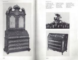 Da Alvar Gonzales Palacios. comò a ribalta a tre cassetti in legno violetto, ebano, madreperla e legni esotici è un arredo di ebanisteria palermitana databile alla metà del XVIII secolo.