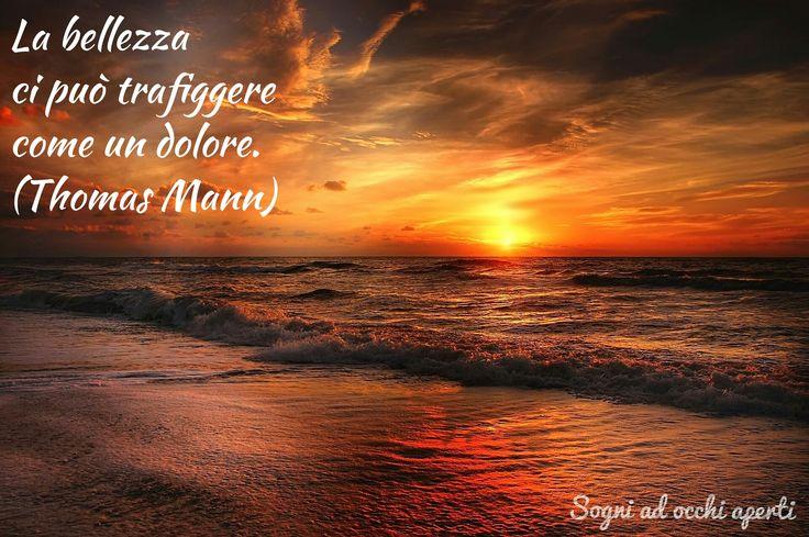 La bellezza ci può trafiggere come un dolore. (Thomas Mann)  #citazioni #frasi #aforismi #pensieri #riflessioni #mare #tramonto #paesaggi