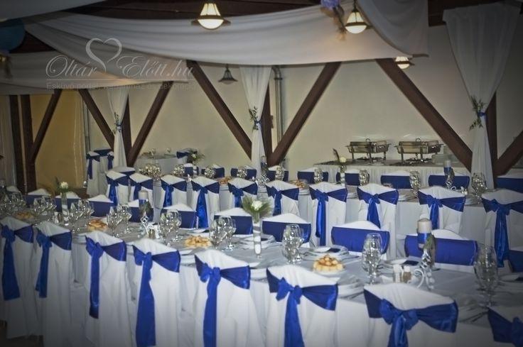 Királykék esküvői dekoráció a százhalombattai Halászcsárdában