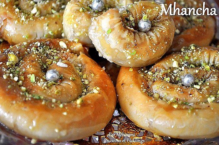 Mhancha (M'hancha) ou Serpentins aux Amandes à la pâte filo محنشة - Couscous et Puddings