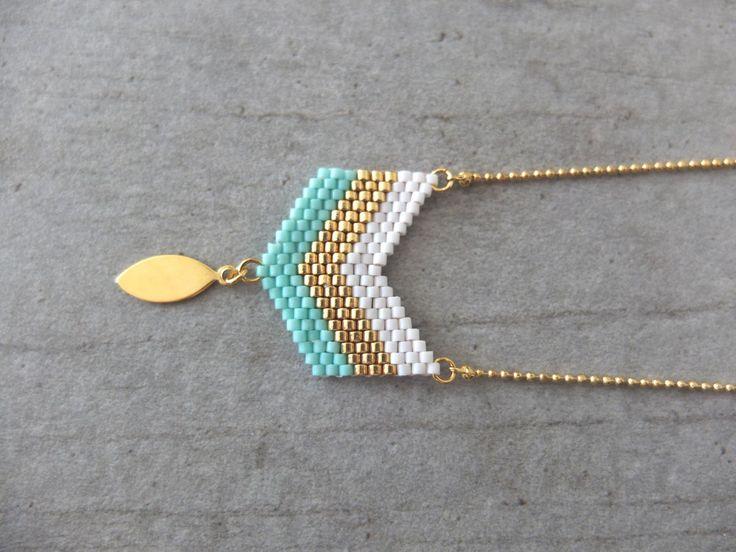 Collier motif chevrons tissé en perles de verre Miyuki