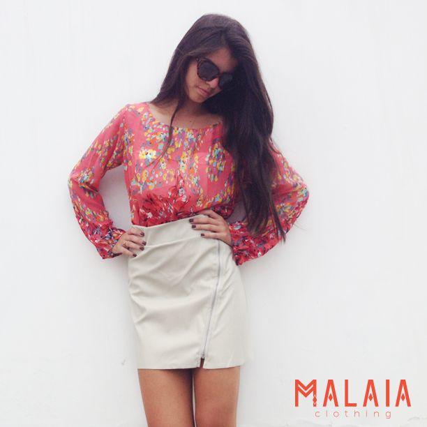 Sweet Girls Blusa de flores #liz y falda de cuerina rosa #cindy y cuerina beige #chelsea #malaia #marcaEcuatoriana #DMwall