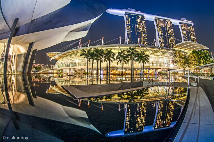 Reflection of Marina Bay Sand Hotel, Singapore by Tawan Chaisom on 500px