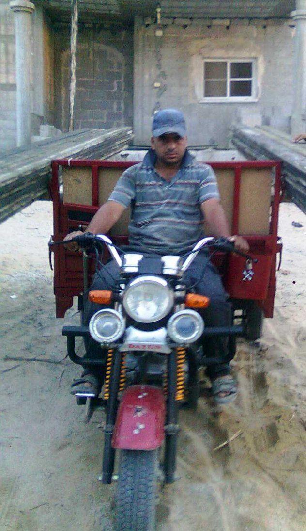 Issa from Palestine, rickshaw driver