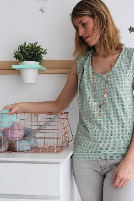 highlight the copper stripes in the fabric with accessories in copper - www.chatchocolat.com - Lily en Woody #chatchocolat