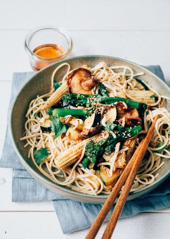 VEGA: Noedels met groenten, cashewnoten en zelfgemaakte woksaus