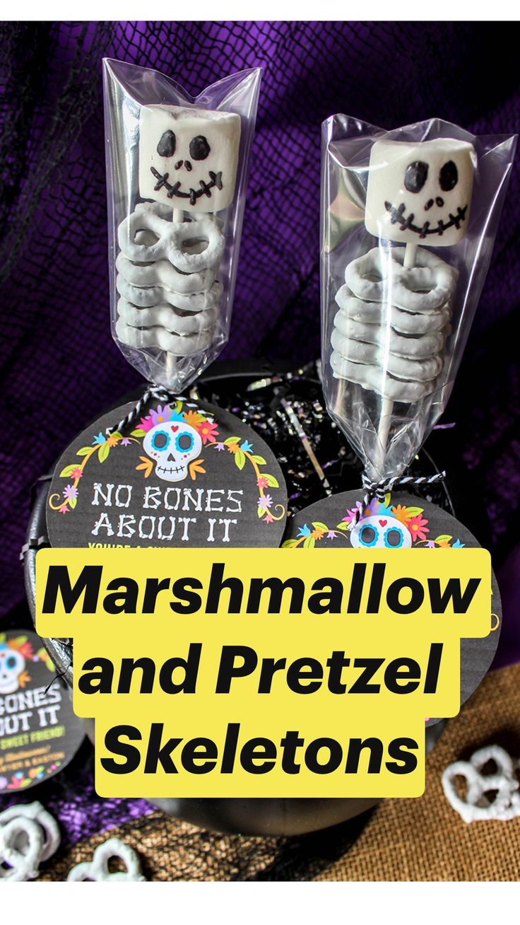 Marshmallow and Pretzel Skeletons Halloween School Treats, Halloween Goodies, Halloween Snacks, Holidays Halloween, Halloween Diy, Happy Halloween, Halloween Decorations, Halloween Party For Kids, Halloween Party Activities