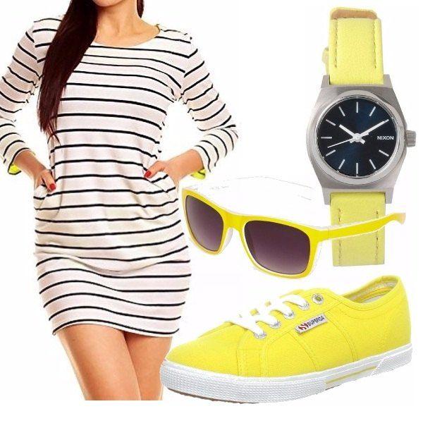 Outfit leggero, adatto ai mezzi tempi o all'estate, magari per fare una gita in barca con il vento che ti soffia nei capelli. Il giallo rende tutto più vivace e richiama il colore del sole.