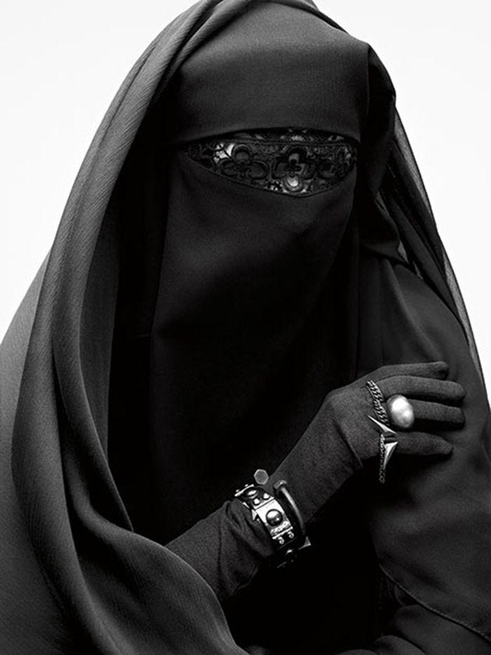 Burka by Armin Morbach | 25th Century