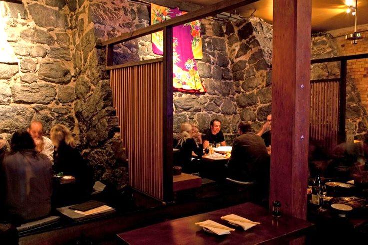 Расположенная всего в шагах от главного развлекательного центра Окленда и Королевского театра, «Кура» по-прежнему остается одним из лучших мест в городе, чтобы подкрепиться перед вечерним шоу. Вы можете забронировать столик и, что немаловажно, рассчитывать на быстрое обслуживание. | Окленд - путеводитель по лучшим ресторанам 2015 | Ahipara Luxury Travel New Zealand #новаязеландия #северныйостров #окленд #ресторан #туры #гид #отзывы #отдых