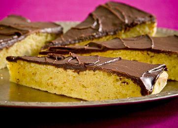 Mazarinkage med chokoladeglasur - Bagværk - Opskrifter - Søndag