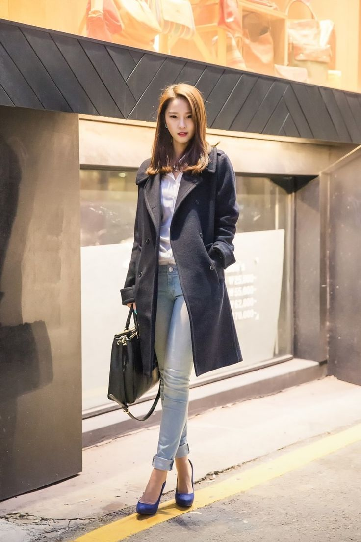 Casual Pretty Look With Cuffed Slim Jeans Streetstyle Fall Winter Outfit Inspiration