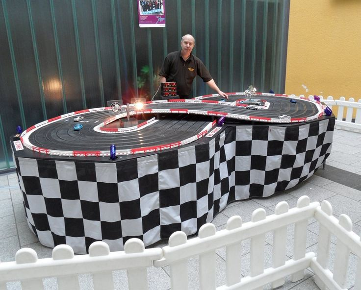 8-Lane Scalextric - Scalextric Track
