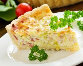 Quiche minceur aux endives et dés de jambon maigre : http://www.fourchette-et-bikini.fr/recettes/recettes-minceur/quiche-minceur-aux-endives-et-des-de-jambon-maigre.html Plus