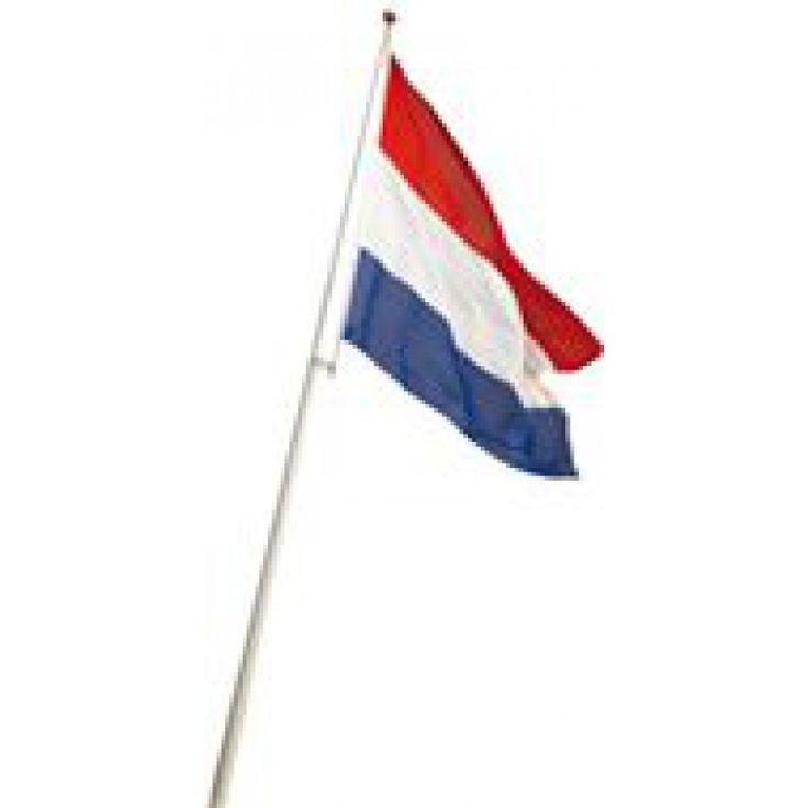 Nederlandse katoenen vlag van 60x90 cm. Deze vlag is ideaal om te gebruiken tijdens de wedstrijden op het WK .Vlaggenclub heeft nog veel meer vrolijke, originele Oranje versieringen en feestartikelen.