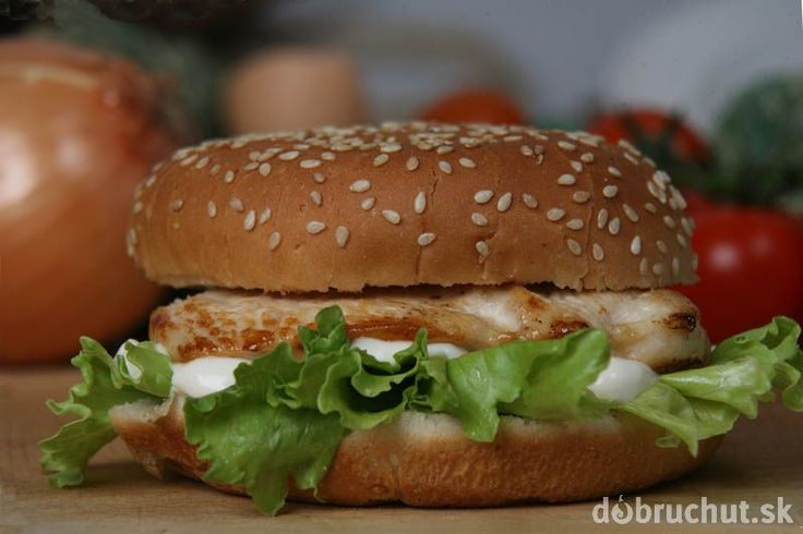 Kurací hamburger v celozrnnej žemli