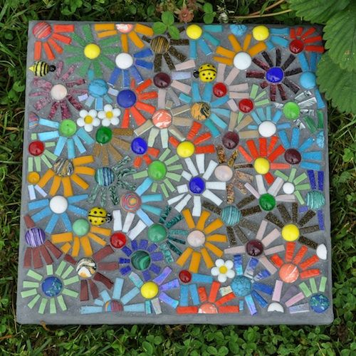 Garden mosaics 10 handpicked ideas to discover in for Mosaic ideas for the garden