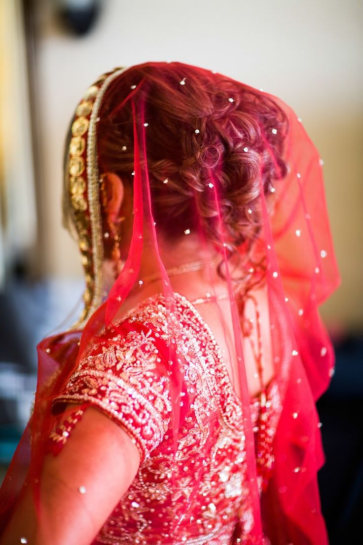 Indian bride with red veil | Vedic Indian Wedding Miami | Lotus Eyes Photography