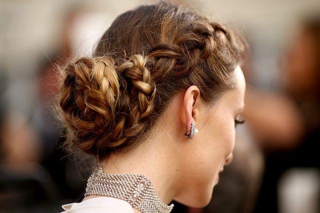 Perfeitas ou mais desarrumadas, as tranças dão o toque feminino a qualquer cabelo. Nesta primavera, as mechas alternam e formam novas texturas e penteados.