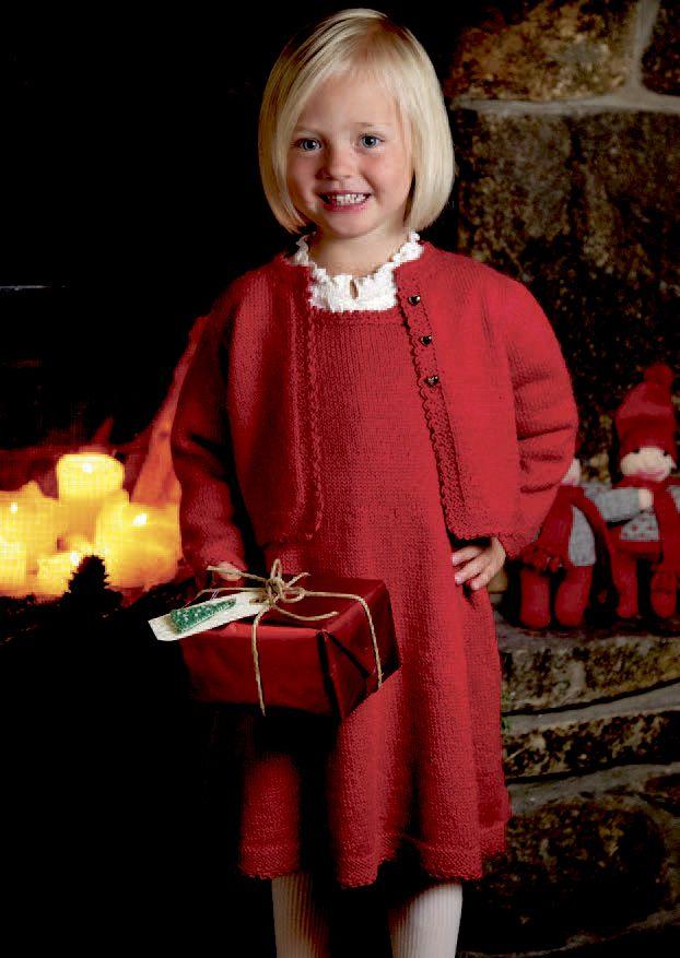 Søt jakke og julekjole til vesla. Er du på leting etter et pent og anvendelig juleantrekk til vesla? Denne kjolen med jakke er perfekt både til juletrefest, og til stase henne opp med på selveste kvelden.