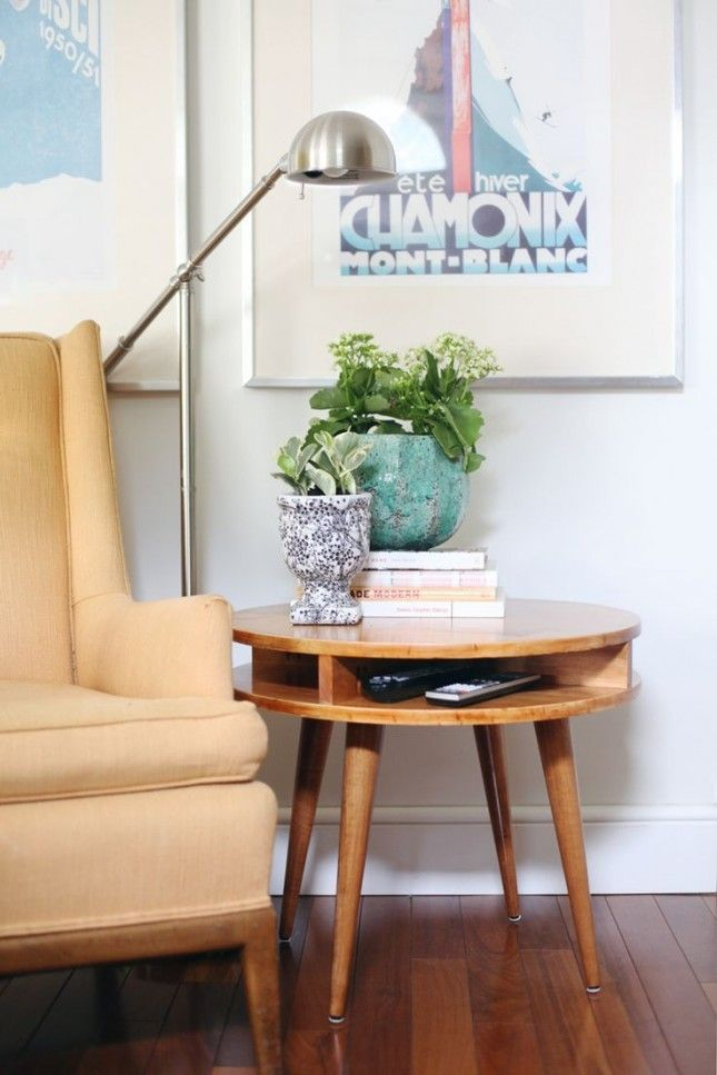 This modern side table is totally DIY.