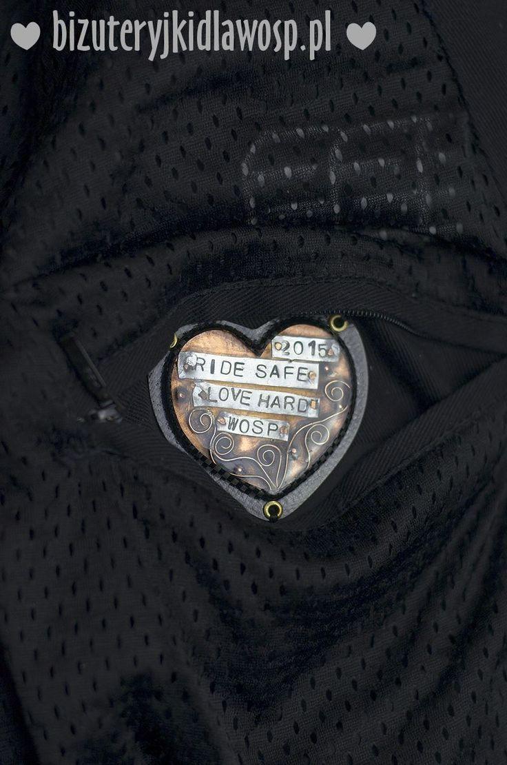 Wild Eagle - heart in jacket pocket http://bizuteryjki.pl/AUKCJE_2015/10_SUTASZ_PR_6_MOTOKURTKA_I_BRANSOLETKI/kurtka4a.jpg