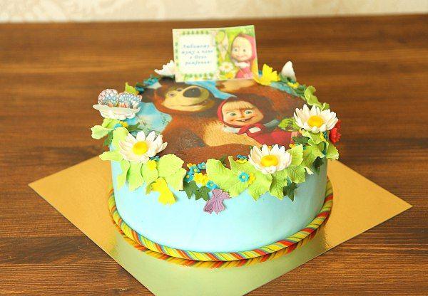 """Детский торт """"Маша и Медведь в ромашках""""  #Лето, солнце, цветы и новые приключения любимого мультсериала #Машаимедведь ! Мы также хотим презентовать вам наш обновлённый вариант торта с любимыми героями! Летний вариант оформления, нежный цвет и яркость цветов поднимут настроение и напомнят о весёлых приключениях Маши и медведя!  Мы с радостью изготовим #фототорт для вашего праздника от 1-го кг всего за 1950₽/кг.  #Съедобноефото размеров А4 без заказа торта всего 150₽.  Свяжитесь с нашими…"""