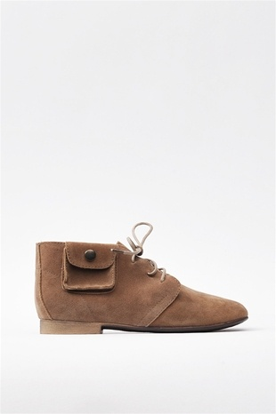 Desert Bootie with a functional little pocket !! #cute #boho #bootie Get 20% off Necessary Clothing through http://www.studentrate.com/miami/get-miami-student-deals/Necessary-Clothing-Student-Discount--/0 Enter code FESTIVAL20 at checkout !!