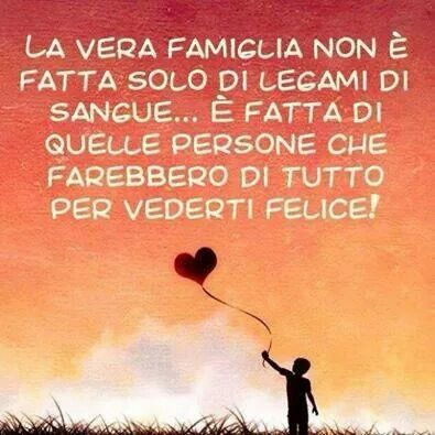 Parole e ispirazione - Famiglia La verdadera familia no sólo está hecha de los lazos de sangre. Está hecha de aquellas personas que harían cualquier cosa para verte feliz.