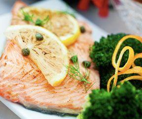 Trancio di salmone alla griglia con broccoli saltati agli agrumi | Dicembre 2013