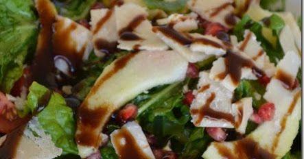 Σαλάτα χάρμα οφθαλμών!!!    Υλικά  7-8 φύλλα μαρουλιού χοντροκομμένα  7-8 φύλλα ρόκας κομμένα στην μέση  4-5 ντομάτακια κομμένα στην μέση  ...