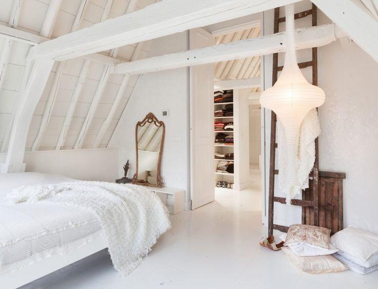 Grachtenpand Amsterdam. Bekijk meer prachtige slaapkamer projecten op walhalla.com