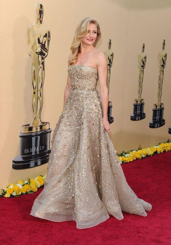 Cameron Diaz at the Oscars in 2010.  Her dress is by Oscar de la Renta.