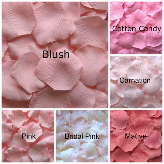Scegli tra i nostri petali di rosa seta rosa pallidi.  I nostri petali di rose di seta sono fatti da un tessuto di alta qualità in poliestere micropeach per dare loro un aspetto realistico. Misurano circa 2 a 2 1/4 di diametro.  Usarli per un corridore navata di confine, riempirli in coni per lo sballottamento o semplicemente decorare tavoli con loro. Se non siete sicuri di quanti ne servono, abbiamo suggerimenti di seguito riportati o Convo noi per un aiuto:  Lancio: 12 a 18 petali per ...
