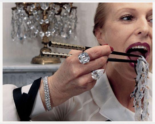 Vogue Paris juin/juillet 2001 série bijoux Femmes dIntérieurs par Jonathan de Villiers http://www.vogue.fr/joaillerie/news-joaillerie/diaporama/les-diamants-dans-vogue-paris-patrick-demarchelier-giampaolo-sgura-claudia-stefan/13101/image/751192