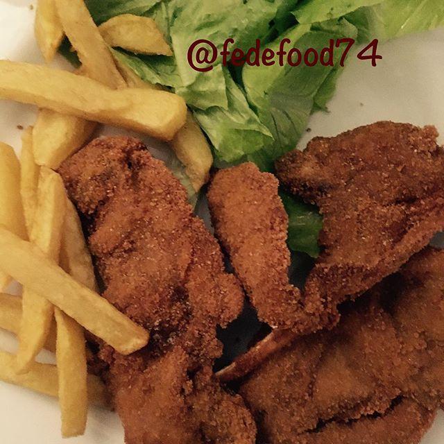 Un secondo buonissimo per le mie bimbe! Patatine 🍟 fritte e costolette di agnello impanate 😋🍽  Yummery - best recipes. Follow Us! #foodporn