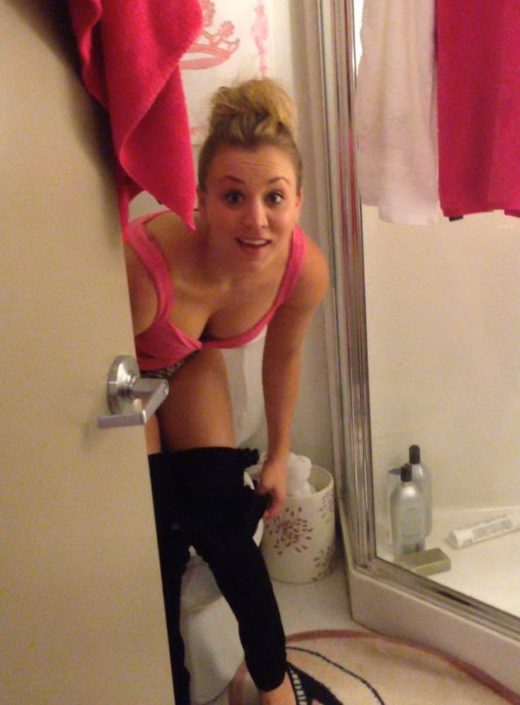 54 best kaley cuoco images on pinterest celebs for Leaked bathroom photos