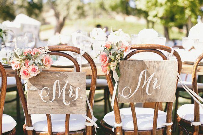 carteles para las sillas de los novios