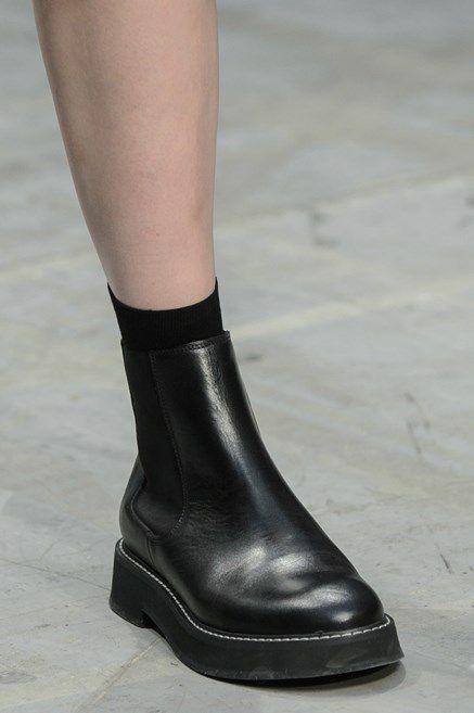 Le scarpe di moda per l Autunno Inverno 2018 2019 viste alle sfilate sono i  modelli che vorremmo avere SUBITO  ee721d66c1a